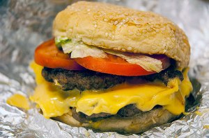 20121127-five-guys-cheeseburger